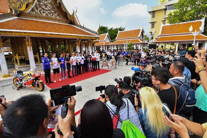 """ประเทศไทยเปิดบ้านต้อนรับ """"มาร์ค มาร์เกซ"""" นักบิดแชมป์โลก 4 สมัย ร่วมกิจกรรมพิเศษที่วัดราชนัดดาราม ก่อนลงชิงชัยศึกโมโตจีพี รายการ """"พีทีที ไทยแลนด์ กรังด์ปรีซ์ 2018 วันที่ 5-7 ต.ค.นี้"""