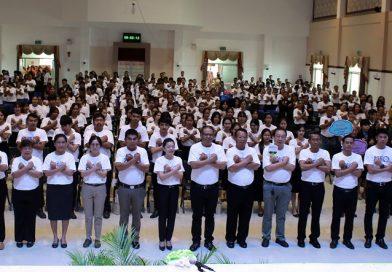 """ผู้ว่าฯ บุรีรัมย์ ร่วมแสดงพลังถวายสัตย์ปฏิญาณต่อต้านคอร์รัปชั่นสากล """"ประเทศไทยใสสะอาด ไทยทั้งชาติต้านทุจริต"""""""